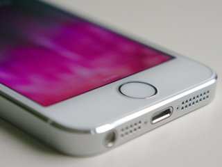 Apple's 'cop button' easily disables Touch ID