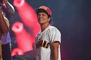 Bruno Mars providing 24K Thanksgiving dinners